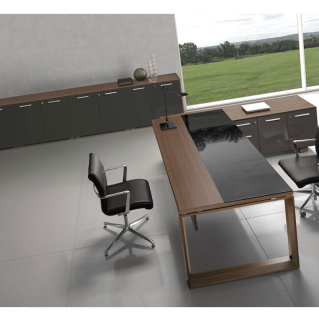 PlanOffice-srl-arredo-mobili-per-ufficio-linea-Arco-mobili-direzionali-scrivania-con-contenitore-in-legno-di-ciliegio-e-vetro-nero