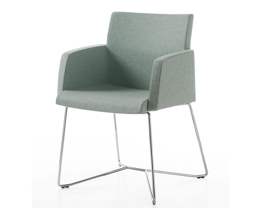 01-Planoffice-Arredo-per-uffici-linea-HOPE-sedie-waiting-con-braccioli-colore-tenue-confort-basic-EVIDENZA