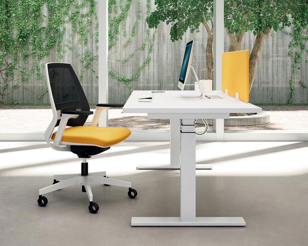 INDIA-sedia-operativa-schienale-ergonomico-design-moderno-colori-brillanti