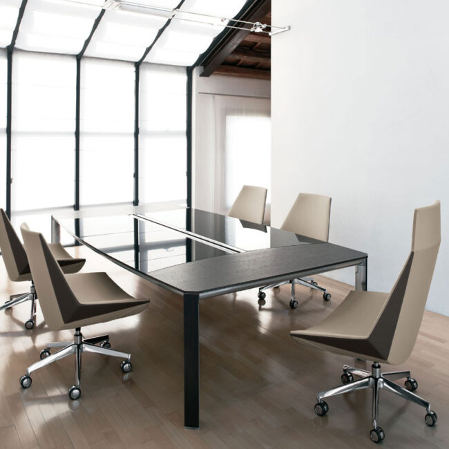 Mantis-poltrona-moderna-pelle-beige-chiaro-sedute-per-ufficio-sedie-executive