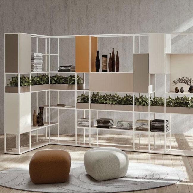 PLAN21-libreria-design-moderno-scaffali-su-diversi-livelli-colori-tenui