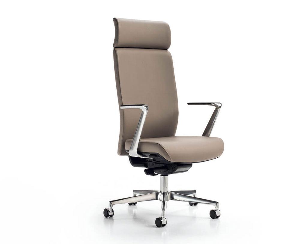 Vienna-sedia-per-ufficio-in-pelle-marrone-chiaro-con-braccioli-in-ferro