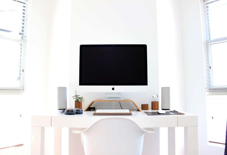 scrivanie e sedie per rinnovo arredamento ufficio