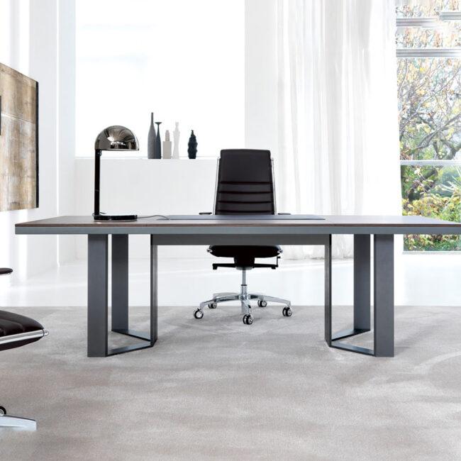 linea-Essenza-tavoli-riunione-scrivania-piano-legnoe-struttura-metallo
